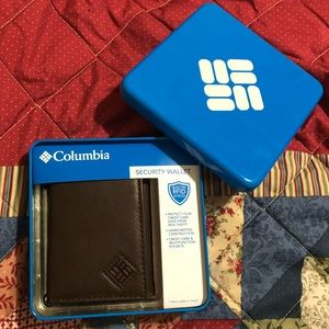 Columbia Men's leather tri-fold security wallet